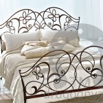 Кованые кровати и диваны