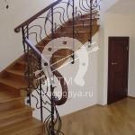 Арт №052 Кованая лестница с деревянными поручнями