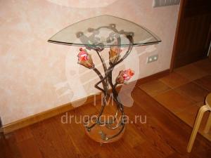 Кованый стол с витражным стеклом