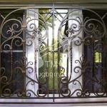 решетка на окно кованая